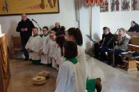 Ministrantensegnung und Clemens-Band beim Sonntagsgottesdienst